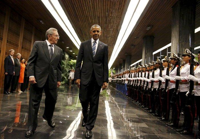 Ο Ομπάμα στην πλατεία της Επανάστασης με τον Τσε Γκεβάρα - εικόνα 6