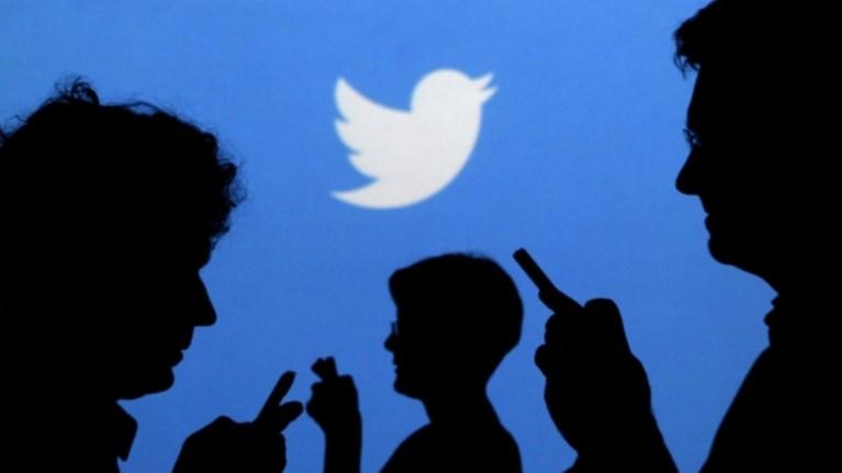 to-twitter-giortazei-mia-dekaetia-gemati-tweets-retweets-kai-hashtags