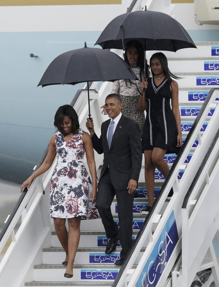 Η επική εμφάνιση της Μισέλ Ομπάμα στην Κούβα με φόρεμα Carolina Herrera - εικόνα 3