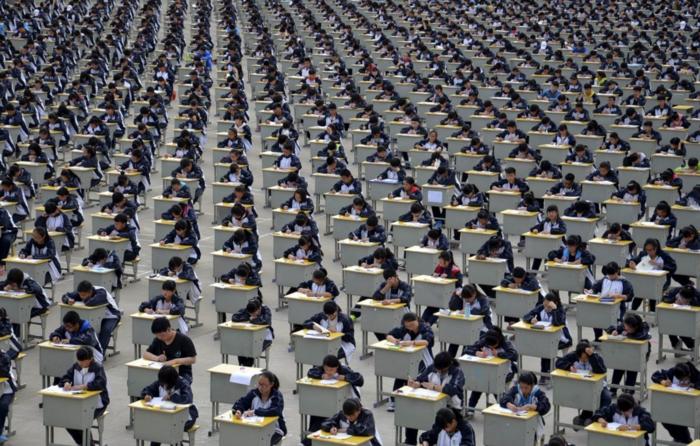 1,700 μαθητές δίνουν εξετάσεις στο Λύκειο Yichuan, στην επαρχία Shaanxi
