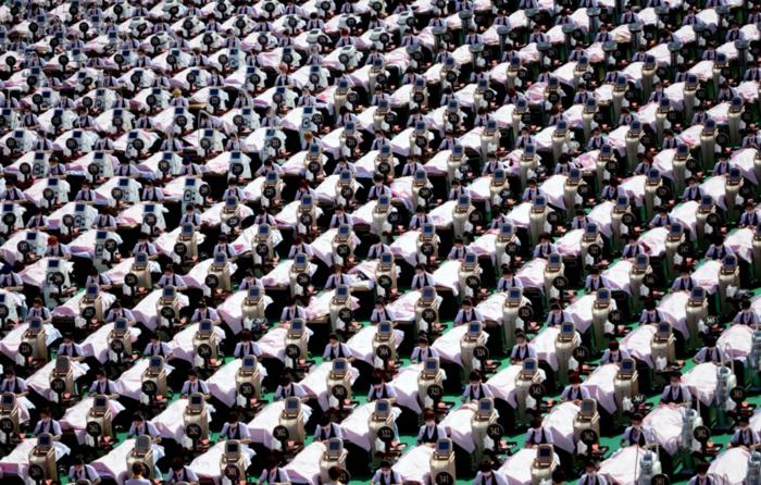 Αίθουσα του αθλητικού κέντρου Jinan, στην επαρχία Jinan της επαρχίας Shandong, όπου πραγματοποιείται μασάζ προσώπου σε 1.000 πελάτες