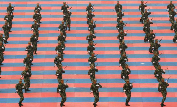 Σύμφωνα με τα τελευταία στοιχεία, ο στρατός της Κίνας αποτελείται από 2,3εκατομμύρια ενεργούς στρατιώτες
