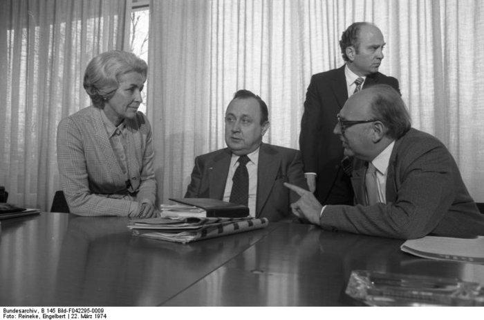 Χανς Ντίτριχ Γκένσερ: Ο «πατριάρχης» της γερμανικής διπλωματίας - εικόνα 8
