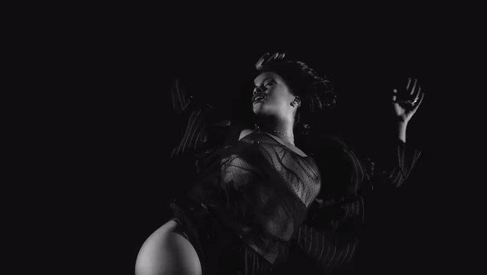 Αυστηρώς ακατάλληλο: Το αισθησιακό στριπτίζ της Ριάνα στο νέο της video - εικόνα 3