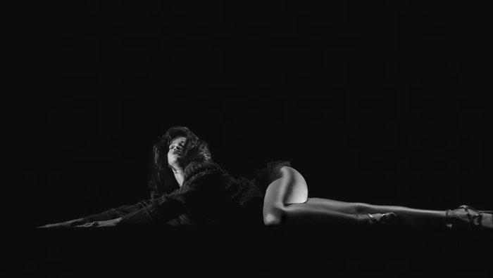 Αυστηρώς ακατάλληλο: Το αισθησιακό στριπτίζ της Ριάνα στο νέο της video - εικόνα 5