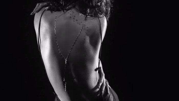 Αυστηρώς ακατάλληλο: Το αισθησιακό στριπτίζ της Ριάνα στο νέο της video - εικόνα 7