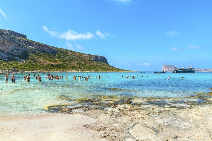 Μπάλος στην Κρήτη: Η παραλία με τη ροζ άμμο και τη σουρεαλιστική ομορφιά - εικόνα 4