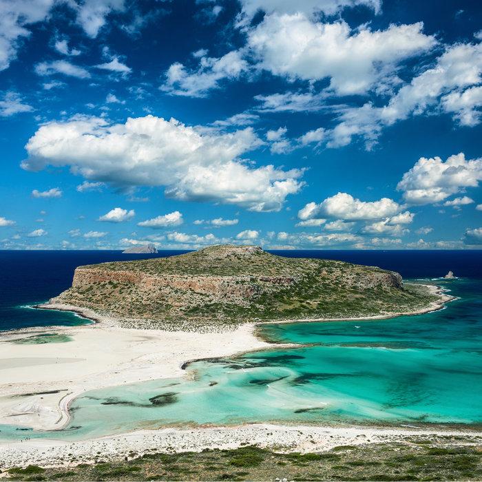 Μπάλος στην Κρήτη: Η παραλία με τη ροζ άμμο και τη σουρεαλιστική ομορφιά