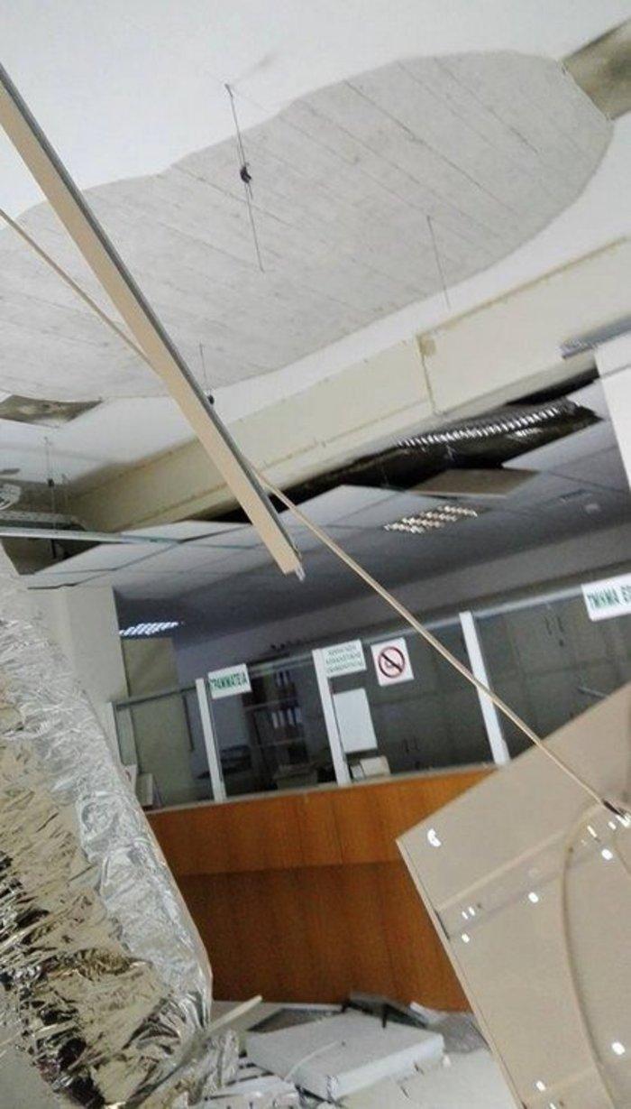 Απίστευτο: Κατέρρευσε η οροφή στο ΙΚΑ  Ζωγράφου πάνω από γκισέ