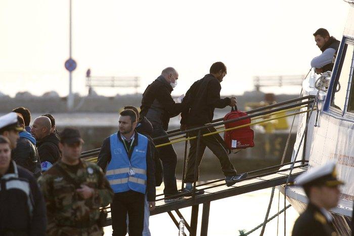 Υπό δρακόντεια μέτρα η πρώτη επαναπροώθηση μεταναστών στην Τουρκία - εικόνα 4