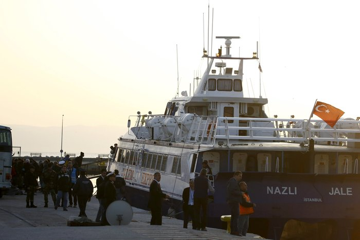 Υπό δρακόντεια μέτρα η πρώτη επαναπροώθηση μεταναστών στην Τουρκία - εικόνα 5