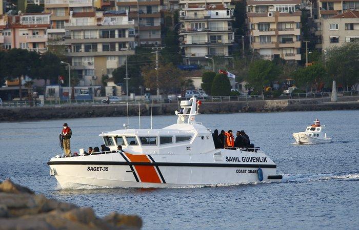 Υπό δρακόντεια μέτρα η πρώτη επαναπροώθηση μεταναστών στην Τουρκία - εικόνα 7