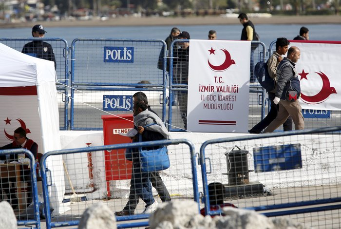 Υπό δρακόντεια μέτρα η πρώτη επαναπροώθηση μεταναστών στην Τουρκία - εικόνα 8
