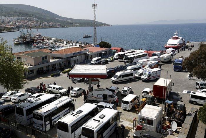 Χάος στον Πειραιά, λεηλασίες και μπλόκα στην Ειδομένη - εικόνα 8