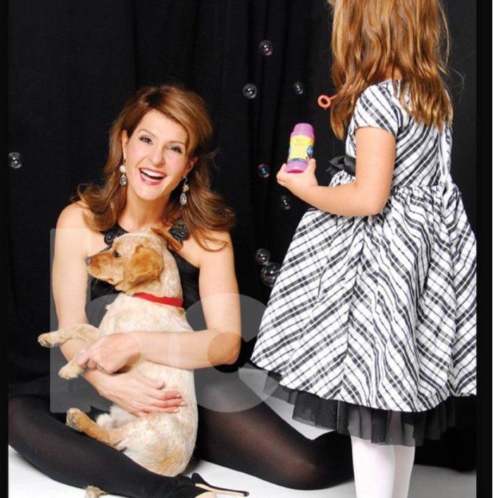 Με την κόρη της και αγαπημένο σκυλάκι της