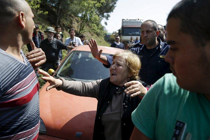 Χάος στον Πειραιά, λεηλασίες και μπλόκα στην Ειδομένη - εικόνα 2
