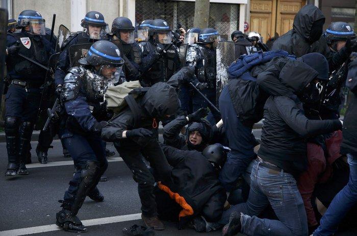 Ξύλο και δεκάδες συλλήψεις στο Παρίσι για τα εργασιακά:Φωτογραφίες & βίντεο - εικόνα 3