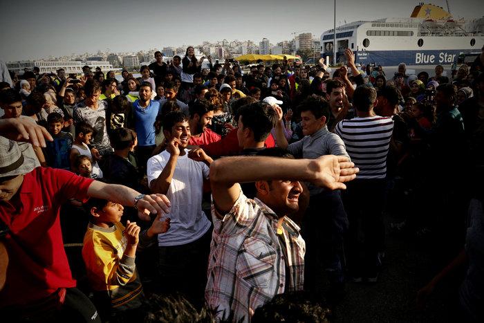 Πρόσφυγες και μετανάστες ετοιμάζουν νέα πορεία από Πειραιά στο Σύνταγμα