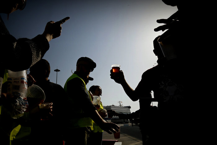 Πρόσφυγες και μετανάστες ετοιμάζουν νέα πορεία από Πειραιά στο Σύνταγμα - εικόνα 5