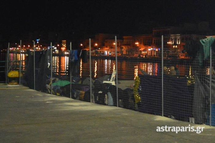 Χωρισμένο στα δύο το λιμάνι της Χίου- Δείτε εικόνες - εικόνα 2