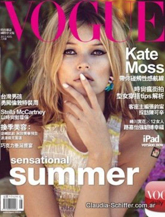 Κέιτ Μος: Η βασίλισσα ποζάρει γυμνόστηθη στη Vogue - εικόνα 3
