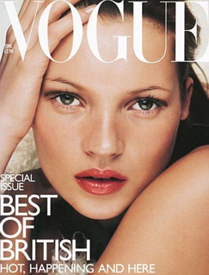 Κέιτ Μος: Η βασίλισσα ποζάρει γυμνόστηθη στη Vogue - εικόνα 9