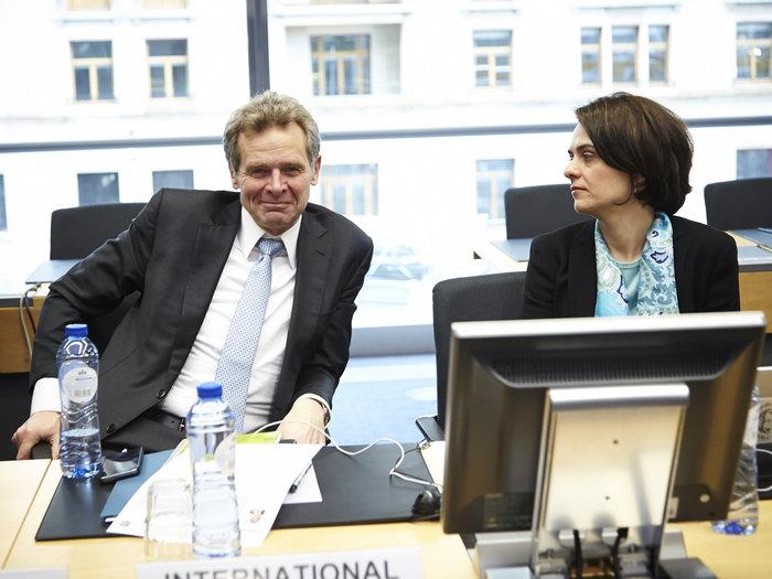O Πόουλ Τόμσεν μαζί με την Ντέλια Βελκουλέσκου