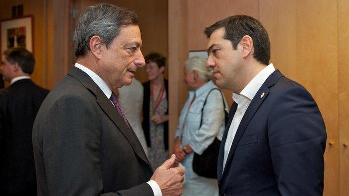 Ο Αλέξης Τσίπρας μαζί με τον πρόεδρο της ΕΚΤ Μάριο Ντράγκι