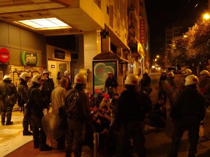 «Κλεφτοπόλεμος» με πρόσφυγες τη νύχτα στο κέντρο της Αθήνας - εικόνα 3