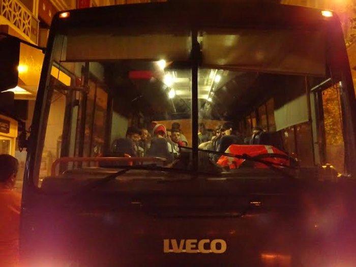 «Κλεφτοπόλεμος» με πρόσφυγες τη νύχτα στο κέντρο της Αθήνας - εικόνα 5