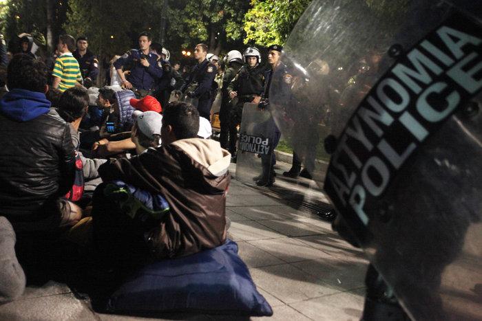 «Κλεφτοπόλεμος» με πρόσφυγες τη νύχτα στο κέντρο της Αθήνας - εικόνα 6