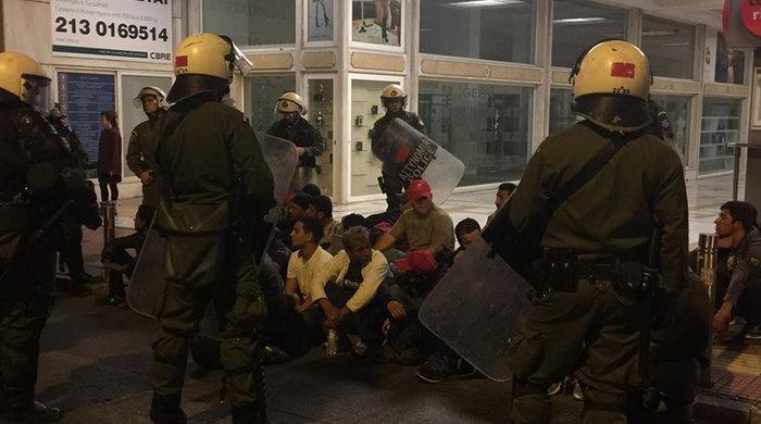 «Κλεφτοπόλεμος» με πρόσφυγες τη νύχτα στο κέντρο της Αθήνας