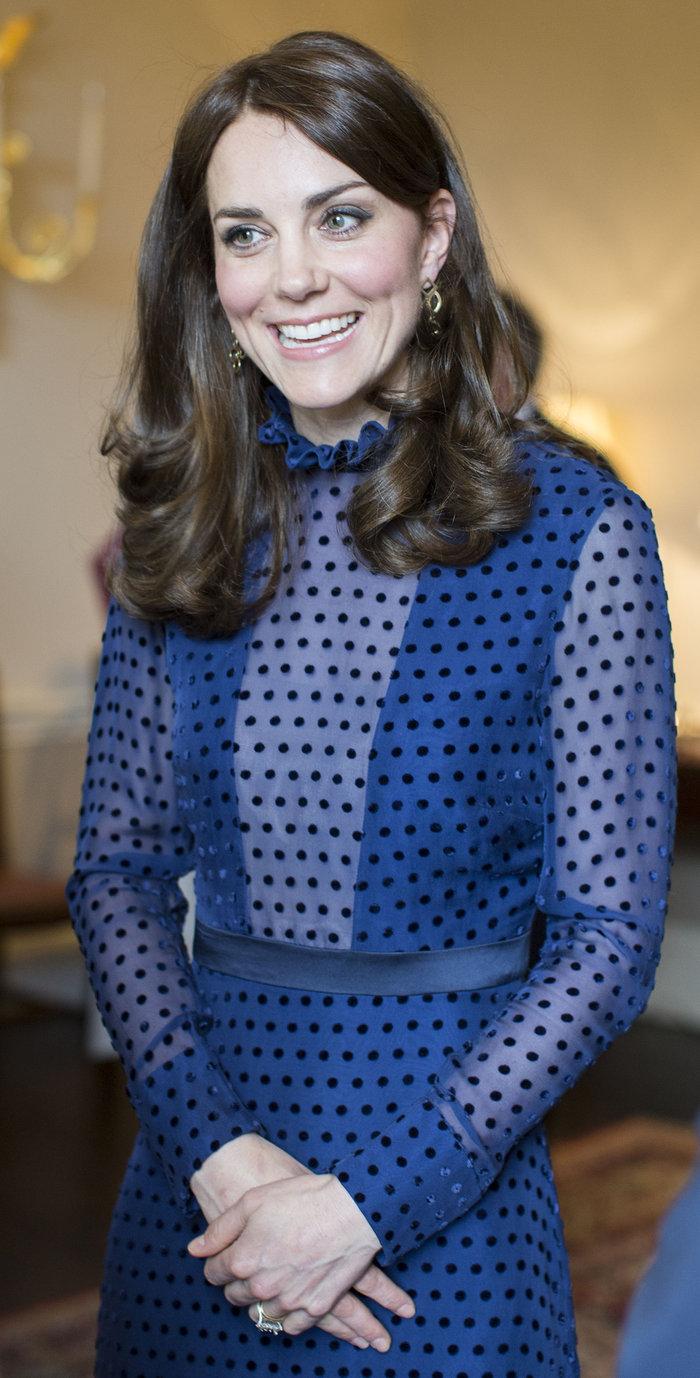 Η απροσδόκητη εμφάνιση της Κέιτ Μίντλετον με διαφανές φόρεμα - εικόνα 2