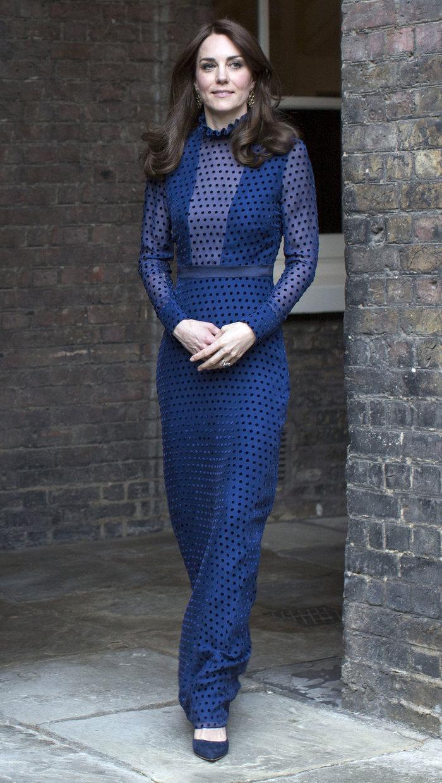 Η απροσδόκητη εμφάνιση της Κέιτ Μίντλετον με διαφανές φόρεμα - εικόνα 4