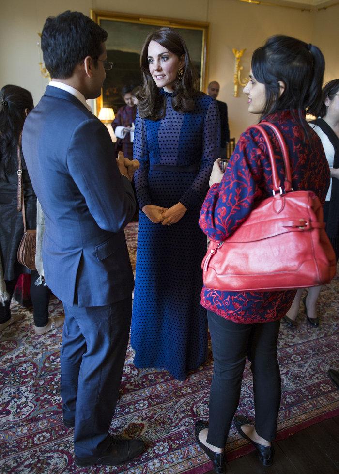 Η απροσδόκητη εμφάνιση της Κέιτ Μίντλετον με διαφανές φόρεμα - εικόνα 6