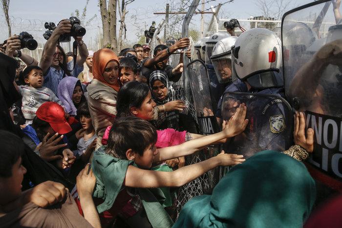 «Βράζουν» οι πρόσφυγες, φόβοι για γενικευμένη εξέγερση - εικόνα 4