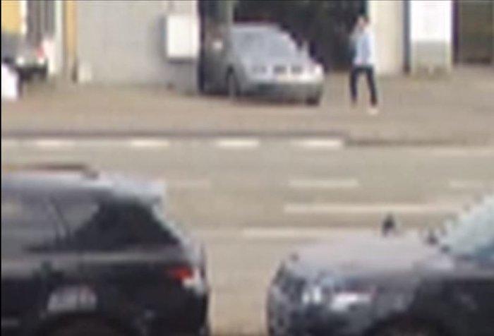 Καρέ - καρέ η διαφυγή του «τρομοκράτη με το καπέλο» - εικόνα 2