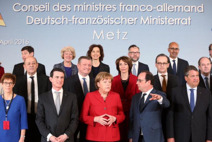 Η αναμνηστική φωτογραφία από το κοινό υπουργικό συμβούλιο