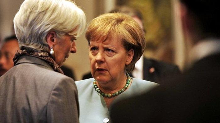 Η γενική διευθύντρια του ΔΝΤ Κριστίν Λαγκάρντ με τη γερμανίδα καγκελάριο Άνγκελα Μέρκελ