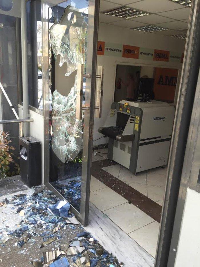 Επίθεση του «Ρουβίκωνα» στα γραφεία του Πρώτου Θέματος