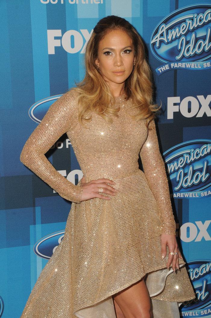 Το ολόχρυσο φόρεμα της Λόπεζ  που θύμισε νυφικό - Δείτε γιατί - εικόνα 3