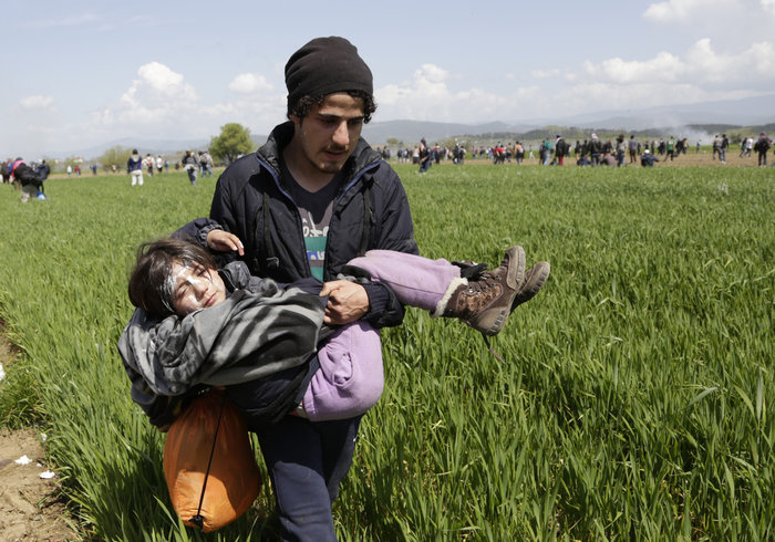 Στο έλεος της βίας οι πρόσφυγες στην Ειδομένη -  φωτό και video - εικόνα 9