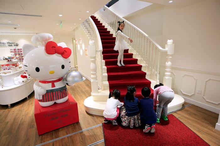 Το νέο εστιατόριο Hello Kitty μοιάζει με σκηνικό από παραμύθι