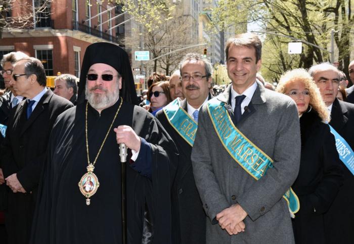Ο Κυριάκος σε παρέλαση με την Ομογένεια στη Νέα Υόρκη