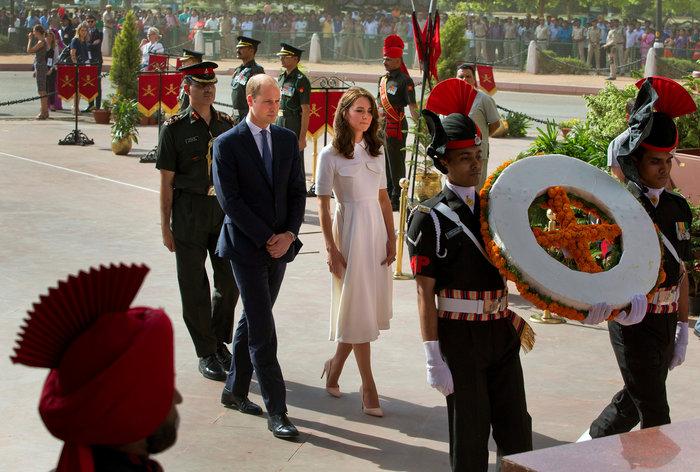 Το... σέξι ατύχημα της Κέιτ: Παρολίγον να αποκαλύψει το βασιλικό εσώρουχο - εικόνα 5