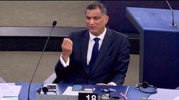 Η... άσεμνη χειρονομία στον Γκι Φερχόφσταντ από βρετανό ευρωβουλευτή