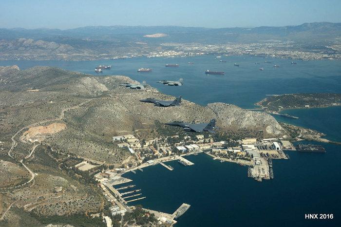 Τα αεροσκάφη του έσκισαν τον ουρανό πάνω από την Ακρόπολη: υπέροχες φωτό - εικόνα 9