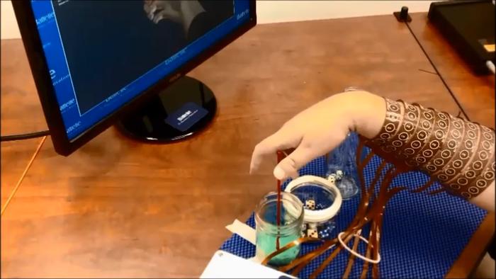 Τετραπληγικός κίνησε ξανά το χέρι του χάρη σε ένα τσιπ