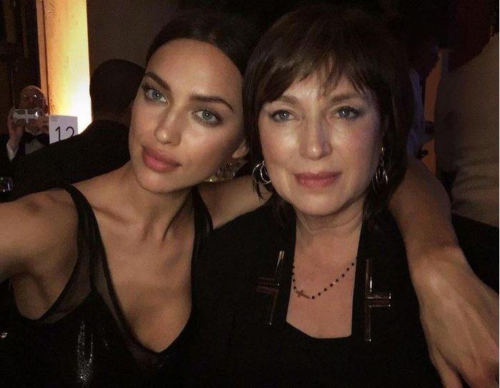 Πόσο μοιαζει η Ιρίνα Σάικ με τη μαμά της; Θα εκπλαγείτε