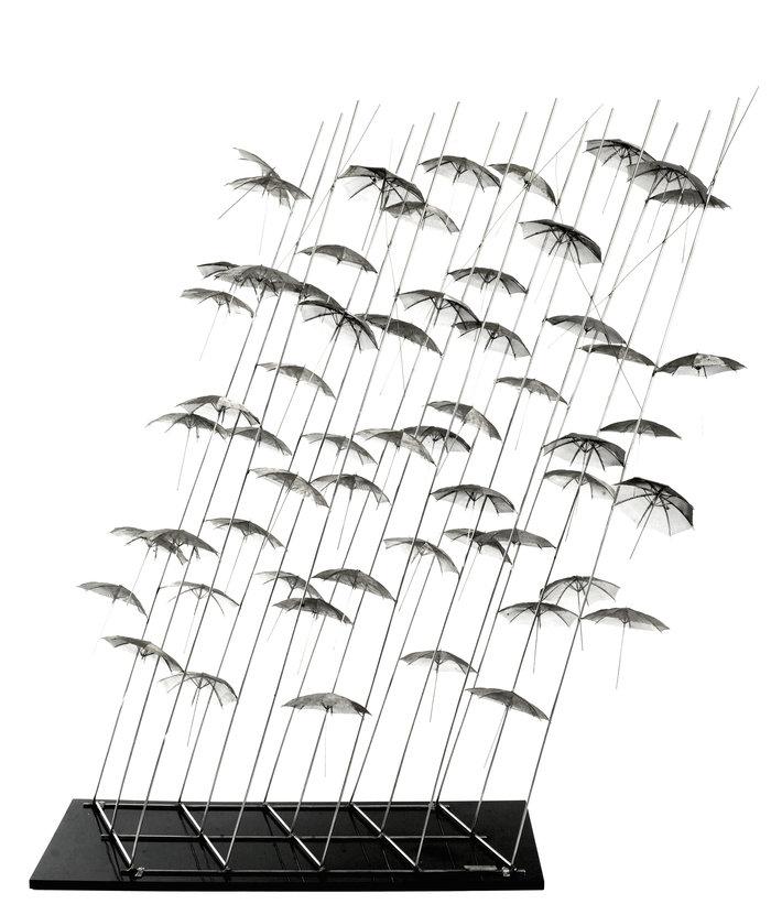 Ομπρέλες, 1997, ανοξείδωτος χάλυβας και πλεξιγκλάς, 130 x 120 x 70 εκ.